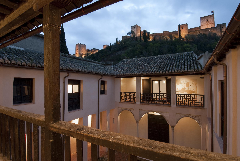 4.-Casa-de-Zafra-A-Galer---a-sur-desde-norte-y-Alhambra-al-anochecer.jpg